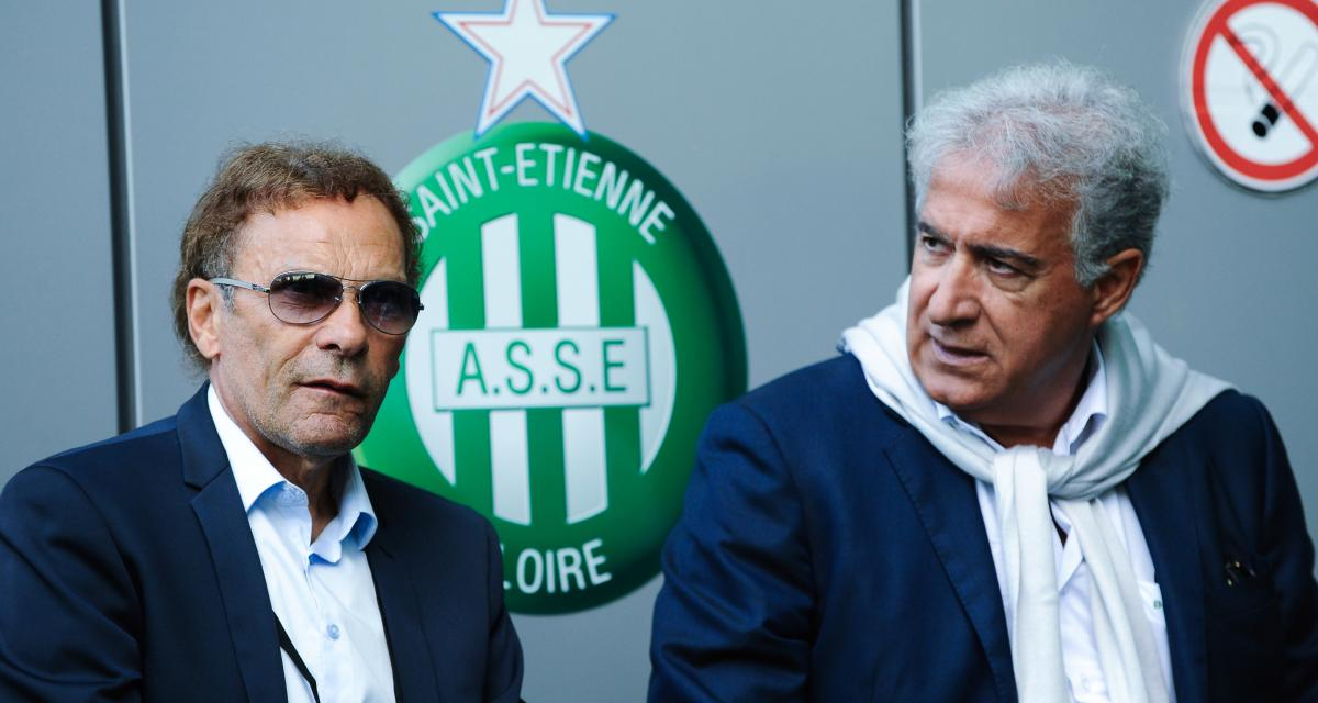 ASSE : des supporters ne lâchent pas Romeyer et Caiazzo avec une banderole cash