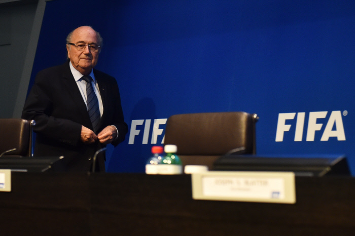 FIFA : Blatter annonce sa démission