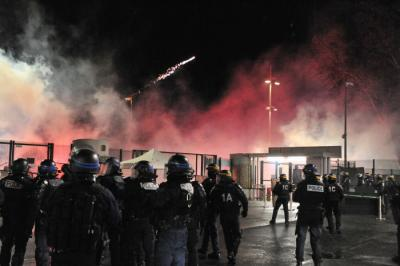 ASSE- PHOTOS: les images des incidents devant les grilles de Geoffroy-Guichard