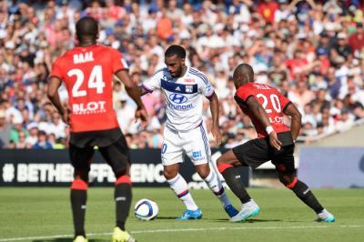 OL : Lacazette, Valbuena, Yanga-Mbiwa, l'agressivité... Ce qui cloche vraiment à Lyon